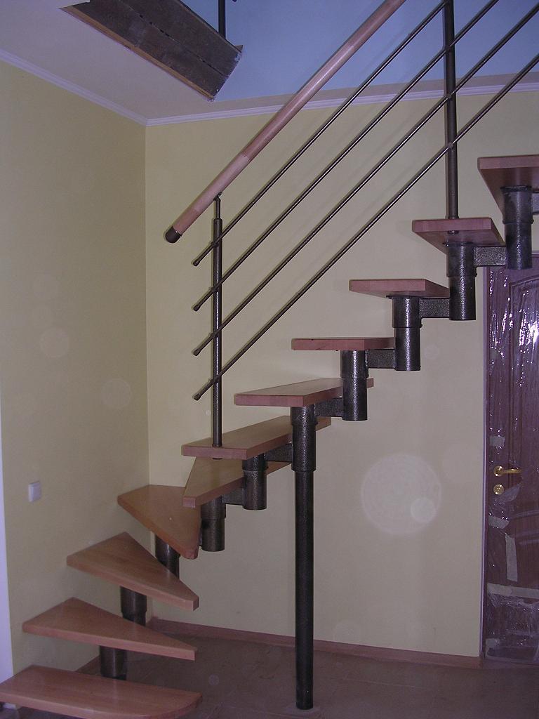 Покраска лестницы лаком