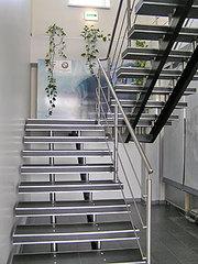 Изготовление лестниц любых конфигураций, перил, присте нных поручней