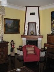 Куплю антикварную мебель,  старинные  настенные часы. Рассмотрю все предложения.