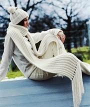 Белый зимний комплект,  шапочка и шарф