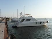 Моторная глиссирующая яхта