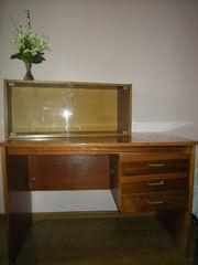 Продам  срочно письменный стол в отличном состоянии,