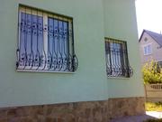 Решетки на окна Киев,  оконные решетки для квартиры дома дачи,  монтаж