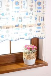 Рулонная штора в голубых тонах