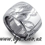 Кольца Chopard из белого и желтого золота с бриллиантами.