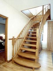 Лестницы деревянные  от  производителя в Киеве