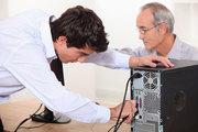 Организации требуется мастер,  или помощник по ремонту компьютеров.