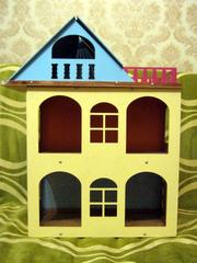 Желтый  разборной  домик для куколок до 18 см. Красивый домик.
