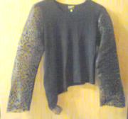 Блуза с косым низом и с прозрачным рукавом с блестками,  размер 46.