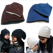 Маме и ребенку,  набор из 2-х демисезонных шапок одного цвета