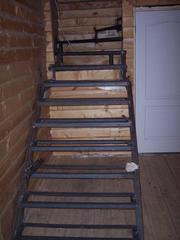 Лестница на металлическом каркасе под обшивку