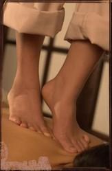 Массаж стопами ног. Массаж Киев ВЫезд